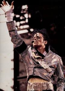 Because あなた are MJ's ファン as I am :) I'm ファン of anyone who loves Michael Jackson..I 愛 that we can express our feelings for Michael here.. I 愛 あなた all MJ fans!!