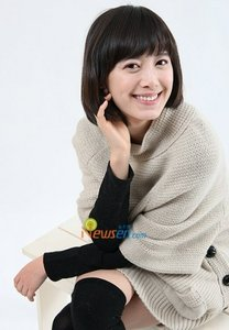 Hye Sun, of course! She wore it better.