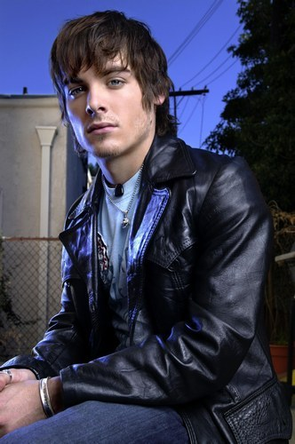 I think it's Kevin Zegers, not sure though... It's all in the eyes, here's a picture of him and I think it's exactly the guy Ты were looking for...