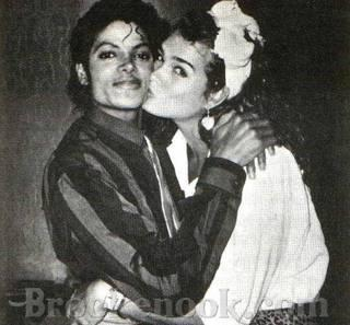 I always liked her she was always very nice sweet and kind to MJ and she never disrespected him.i always thought they would make a good couple together but they were just great Друзья :)