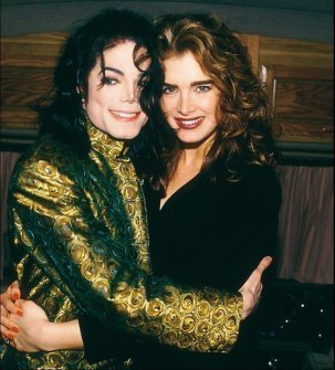 """I Любовь Brooke Shields,so was quite the match for michael,kind caring and beautiful.They were just really good friends,more like best friends.They dated once before and as Michael сказал(-а) once,that he really did like her. Her speach that she made at the memorial was very tear-jerking. she remembered the michael she knew,not the Michael the world knew.she talked about the moemories she had kept from her time with him. There must have been something there to say all of that,else she wouldn't have. """"there would be a caption of some kind, and the caption usually сказал(-а) something like 'an odd couple' или 'an unlikely pair,' but to us it was the most natural and easiest of friendships."""" -well that shows it doesn't it:)"""