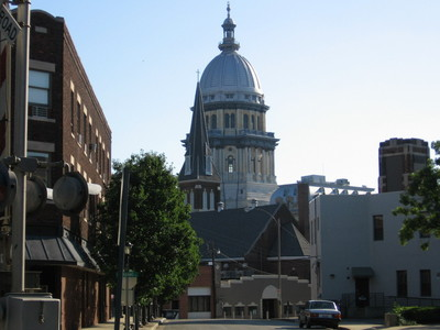 I live in Springfield, Illinois! It's not exactly beautiful, but it's pleasant, yes? I cinta it there, we've got the State capital, State Fair, and all the festivals we could want XD