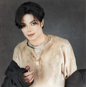Your right, I looked at it before I even read what 你 put down and I got a huge smile on my face. Every MJ picture makes me happy, I 爱情 it! Like this one!