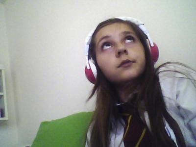 Im sorry i do not know your answer, however if anyone casting for her comes on this site then please look at this picture of me. I have very long hair, It goes down to my waist. Im 13 and I'm 4'7 and weigh 5,6. I have brown/ redish hair and large brown eyes. Heres my picture so can آپ tell me what آپ think of it.
