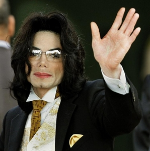 """It was a terrible day;; I was on MSN and saw it """"King of Pop dies at 50"""" или something like that. I was shocked and sorry. But still;; I thought it was just some bullshitting lie. Then it came on the news and I was honestly hurt. My dad then said, """"Why are Ты upset? Ты never liked him anyway."""" That's when I became еще upset;; because really I did like Michael. I regret never Показ it;; I sometimes do wish I could go back and Показать that I was a Фан and liked him all along. I felt sorry, because I was stupid enough to say that he was scary-looking when I didn't even meant what I said. I wish I could do more;; but all I can do is say I'm sorry, Michael. I was stupid. And I can prove that I did Любовь Ты all along;; I cried when Ты left... I Любовь Ты Mike;; and I miss you. RIP."""
