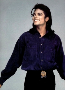 this is my favourite foto of mj because in this foto he is looking so cute and handsome.