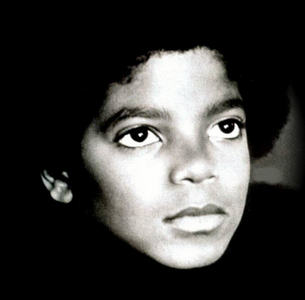 This will always be my kegemaran picture of Michael. Because it's like he's looking into the future before his career will really take off and the world has yet to discover what's burried inside of him, his hidden, natural talents, and what he has to offer this world. Like there's soo much in store for him that the world has not yet seen.Plus he's just so beautiful in this picture.