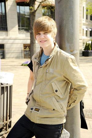 i picked my Nutzername bcuz i luv Justin Bieber!!