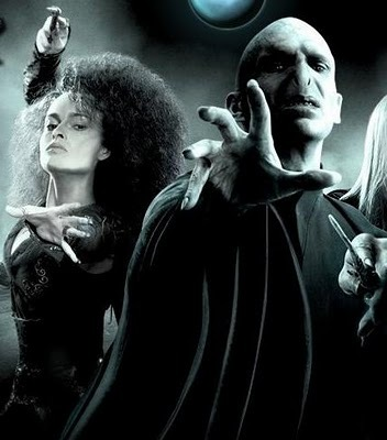 Bellatrix Lestrange- so beautiful, so insane, so evil and so The Queen of Darkness. She belongs right سے طرف کی Voldemorts side as his soulmate. Living یا dead they are a match made in hell.