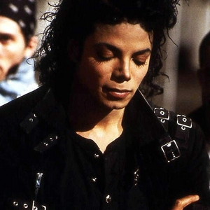 """Michael Jackson Quote:""""People think they know me,but they don't.Not really.Actually,I am one of the loneliest people on this Earth.I cry sometimes,because it hurts.It does.to be hunest,I guess toi could say that it hurts to be me""""What do toi feel??"""