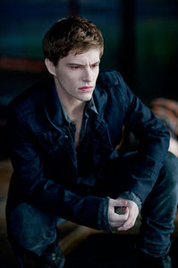 this guy is not so famous but i think he is sooo hot!!!his name is Xavier Samuel hes australian he plays Riley in Eclipse!