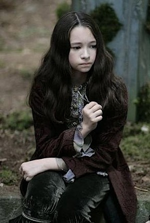 """Bree was created sejak Victoria as part of her newborn vampire army to finally avenge James' death. She never saw Victoria and her """"assistant,"""" Riley, was the one who told the newborns what to do. When the battle came she surrendered herself to Carlisle, who planned to spare her life, but she was killed sejak Felix on Jane's orders for breaking the Volturi's laws. Stephenie Meyer wrote a novella about her...The short life of Bree Tanner."""