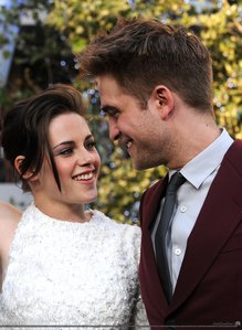 Ты can't OFFICIALLY say they are a couple until they Подтвердить it themselves. LOL However, they looked great :) They did arrive together and leave together. They even went to lunch earlier that день :) Whether it was Edward and Bella promotion, или Robert and Kristen, it was nice. We were cheated on Rob and Kristen pictures last год with New Moon Premiere. So, this was very nice to have :) They looked very comfortable :)