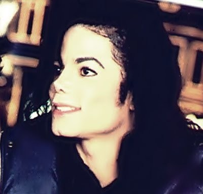That's so beautiful!!!!!!!!! is awesome!!!! I love it! He wated us to smile, to be happy, to open our eyes and our hearts, to love.. 'cause love was always his message...and to go on..  We will always love you Michael!!!!!!!!