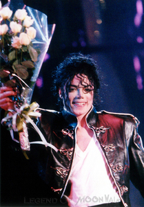 I upendo EVERYTHING about Michael.. he was the greatest artist, the greatest dancer, musician.. the most loving person, so caring, so shy, so sweet with everyone.. I'm sorry for all the bad moments that he had to pass through, all he gaved was love.. and he deserved all the happyness in the world..