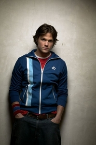 Jared Padalecki. Just to make it confusing, watch him in Thomas Kinkade's Рождество Cottage, and compare that to anything else he's been in!
