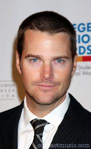 This is Chris O'Donnell from NCIS:Los Angeles. He is soooo hot