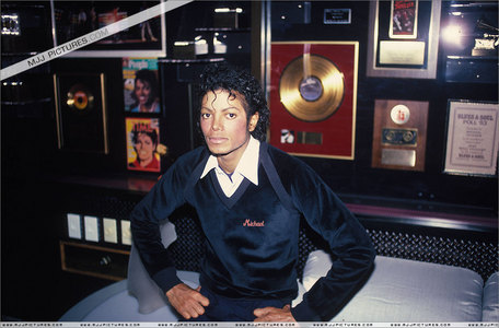 i only have This Is It, Moonwalker and The Dangerous Tour: Live in Bucharest :( i want Captain EO,The Wiz and Gohsts, but i don't know where i can buy them :(