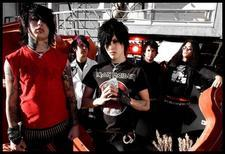 Ronnie Radke<3<3   (hes the one in the red:))