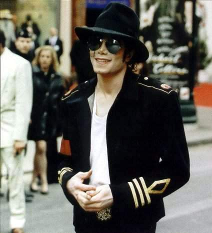 I listen to him every day... when I can I listen to him at work too :) I would feel sick if would pass a день without hearing his voice.. I Любовь Ты sweet Michael!!!!!!!!!!!!!!!!