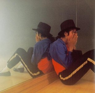 Most of my dreams are with me and him, but once I had a dream I was crying about mj really bad and I don't even know why. I was just crying here in this empty room about him. And then I heard him call my name, but right then I got awaken bởi my mom cuz she didn't know how to work the computer. Kind of like the picture below. Kind of!