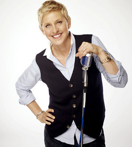 Ellen Degeneres!!! She is just so funny! So spontaneous, she always makes me laugh ^^! In case 你 don't know her, she has a talk 显示 (The Ellen Show) and was a judge at American Idol last year!