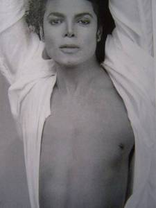 Michael is so sexy i cant take my eyes off him!