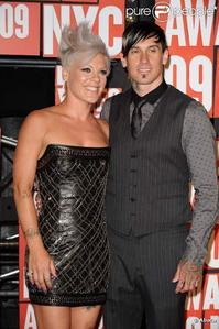 berwarna merah muda, merah muda and carey hart