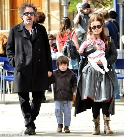 Tim burton and Helena Bonham Carter. I cinta them both so much, and together they are just awesome *__* Plus, they have the cutest kids EVER! ♥