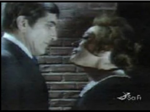 Barnabas Collins was in tình yêu with several woman and a few were in tình yêu with him. How many women did he actually physically kiss? Can bạn also name them?