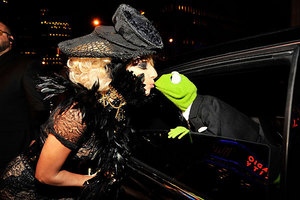 Lady GaGa & Kermit The Frog