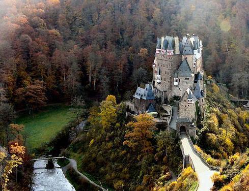 (Eltz Castle, Germany)