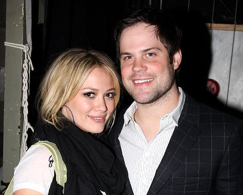 Hilary Duff and boyfriend Mike Comrie, a hockey player for the Edmonton Oilers, are engaged. Comrie proposed while the duo were on vacation in Hawaii.