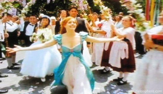 "In the film, ""That's How u Know"" is performed door Amy Adams as Giselle. During their walk through Central Park, Giselle vragen Robert's (Patrick Dempsey) view on love after finding out that he has been with his girlfriend, Nancy (Idina Menzel), for fi"