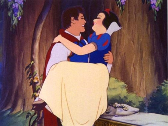 Snow White is in 愛 with the Prince.