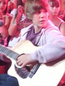 At MOD August 7th 2009(; Credits to my cousin. Justin sang to her friend who was right beside her!