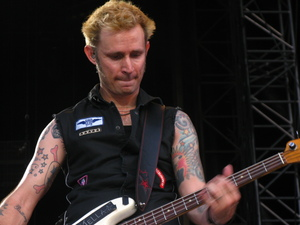 Mike Dirnt focused on his bass, besi :)