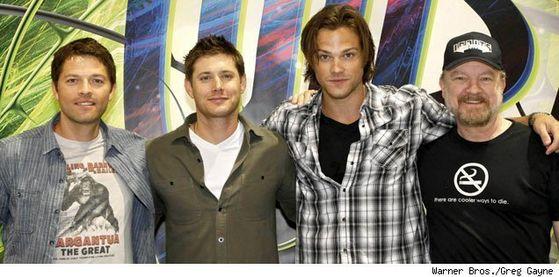 Cast of Supernatural: Misha Collins (Castiel), Jensen Ackles (Dean Winchester), Jared Padalecki (Sam Winchester), Jim ऊदबिलाव, बीवर (Bobby Singer).