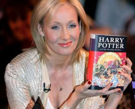 JKR's looks kind and pretty in her pictures! :D (I'd give anything to have a copy of DH straight fro