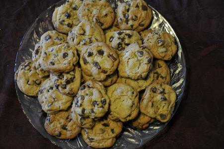 *holds up fresh baked cookies!* there are 35 so it's first come first serve! I tried one and they are