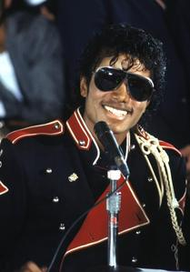 Beat it - 21 Man in the mirror - 21 Blood on the dance floor - 14 (-) You are not alone - 19 Smooth c