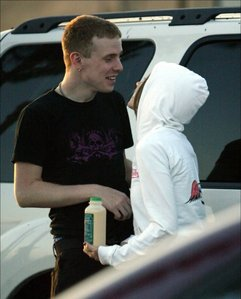 I think thats Avril and Jesse.. Avril and Jesse imágenes are hard to find! Um an cute image of Avr
