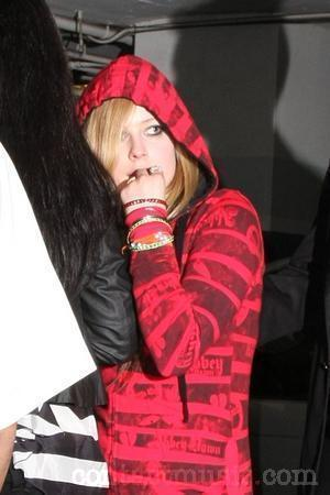 Ok Viju ;) Umm I want a pic of Avril in a car :)