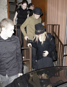 here is pic of avril lavigne touching her belly :) now i want pic of अगला to her car :)
