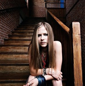 Avril sitting on stairs :) I want a picture of Avril sitting in a restaurant :)