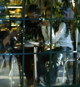 Here is a pic of Avril in a restaurant. Sorry if it's too hard to see but it is her!! I's Avril with
