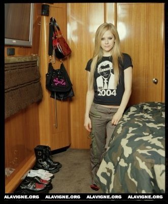 Here , Her Old Bedroom! :) I want A pic of avril and her old band sitting on a सड़क, स्ट्रीट