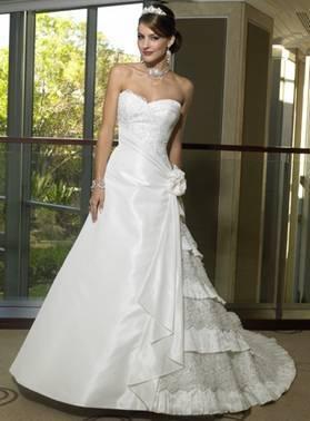 По желанию заказчика платье может быть расшито бисером и пайетками или кристаллами.