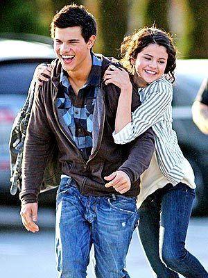 awe its sooo cute! LOL – Liên minh huyền thoại yah should be. tiếp theo one, taylor either going hoặc leaving an airport (hes soo c