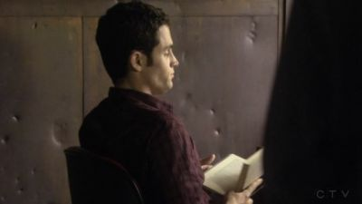 He was lectura book in that scene. Blair waering Glitter.